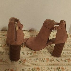 Universal Thread Kama tan faux suede boots 9,10,11